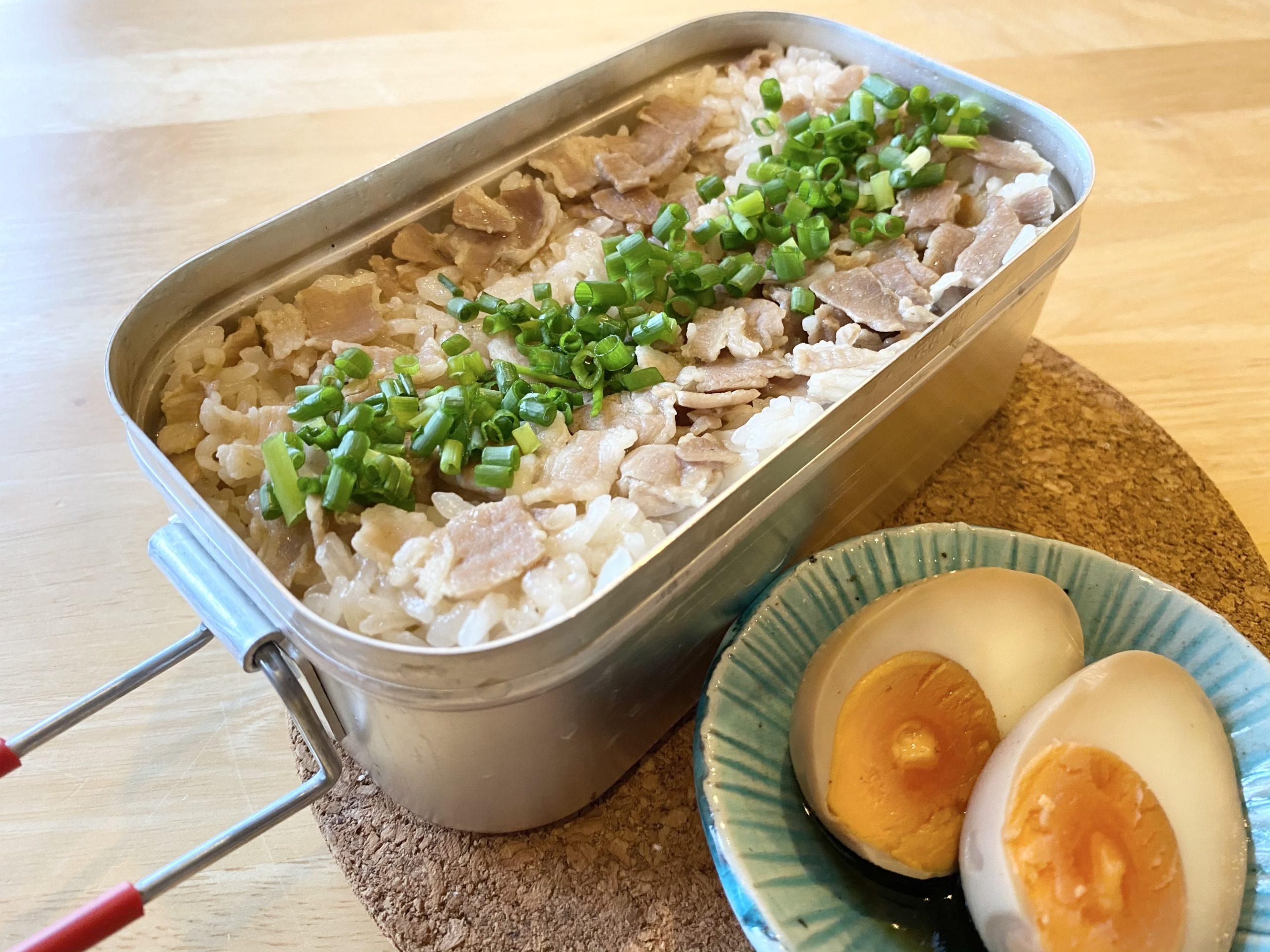 メスティン飯「煮卵タレを使った豚バラ炊き込みご飯」のレシピ