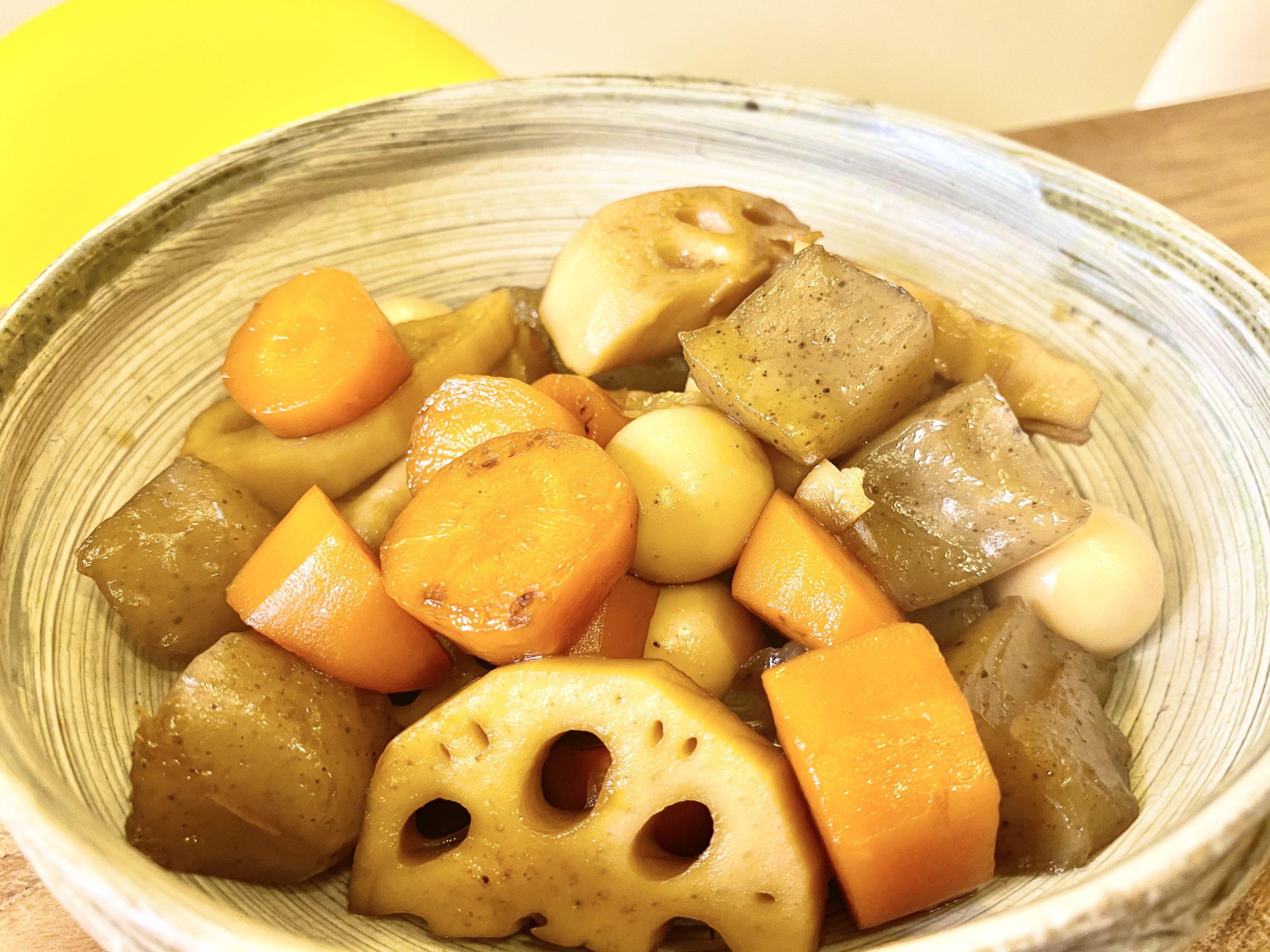 鉄板常備菜!「しっかり味が染みた根菜とこんにゃくの煮物」のレシピ