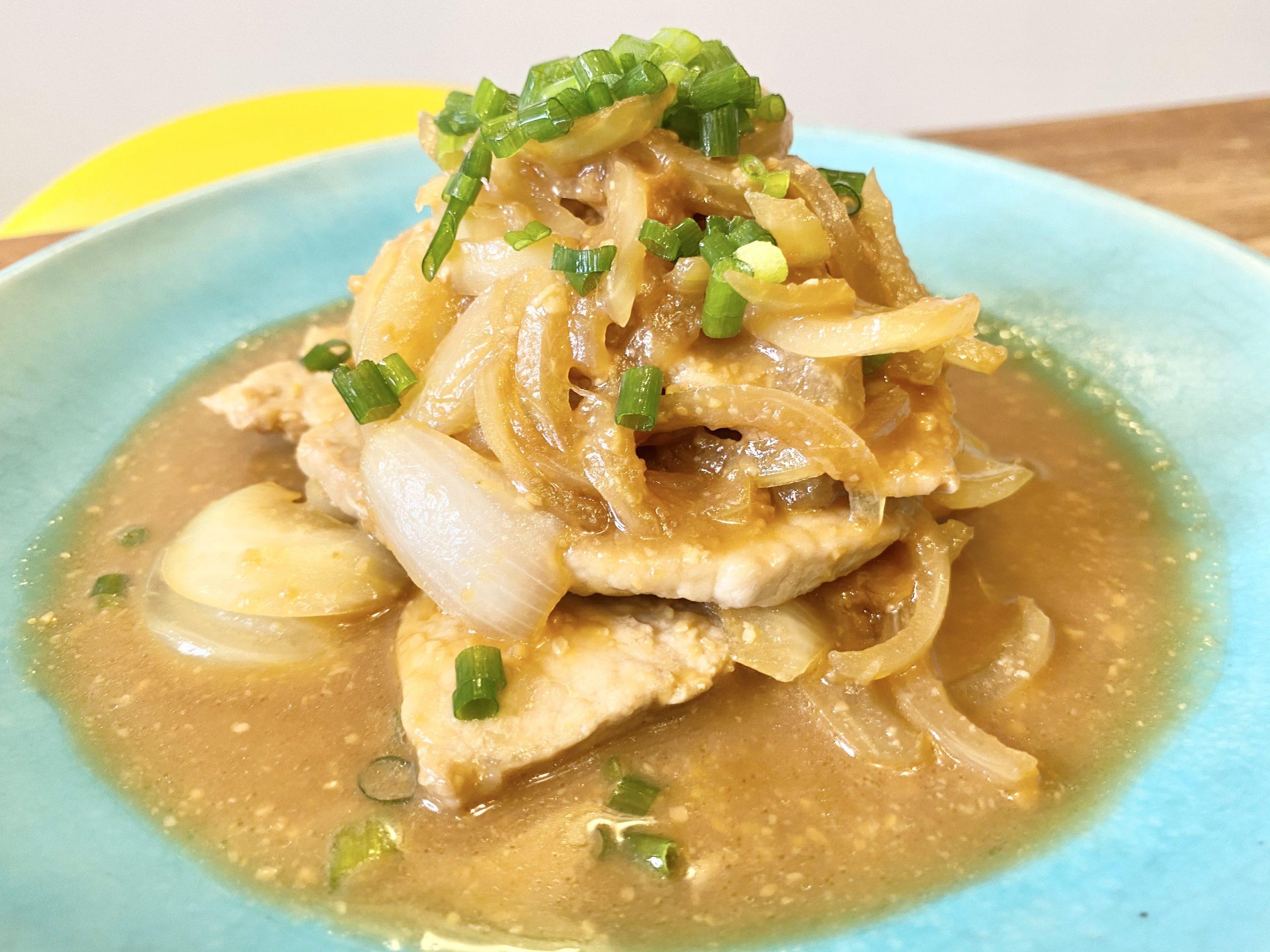 ご飯がススム!「豚肉と玉ねぎの簡単味噌炒め」のレシピ