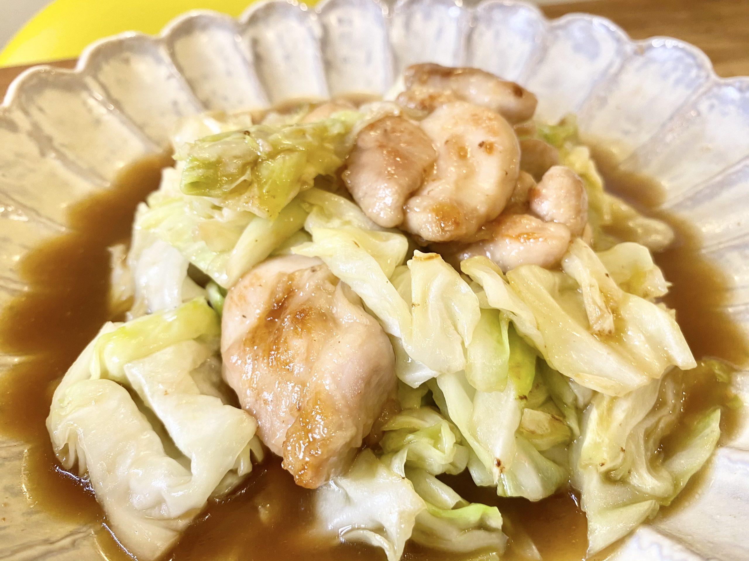 ご飯がススム!「鶏もも肉とキャベツのオイスターソース炒め」のレシピ